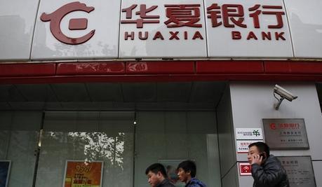 Un employé de banque découvre une astuce pour retirer 1 million $ gratuitement