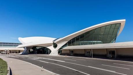 twa-hotel-eero-saarinen-interiors-jfk-airport-new-york-city-usa-max-touhey_dezeen_2364_col_9