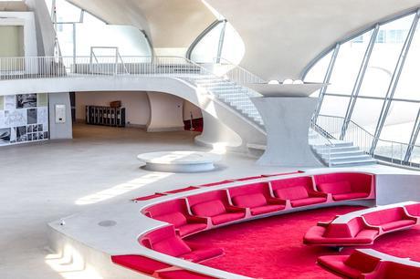 twa-hotel-eero-saarinen-interiors-jfk-airport-new-york-city-usa-max-touhey_dezeen_2364_col_3
