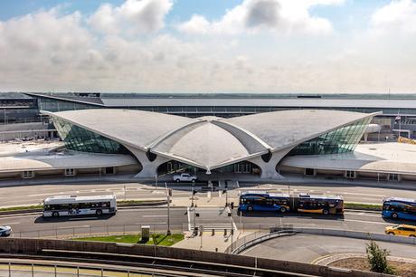 twa-hotel-eero-saarinen-interiors-jfk-airport-new-york-city-usa-max-touhey_dezeen_2364_col_7