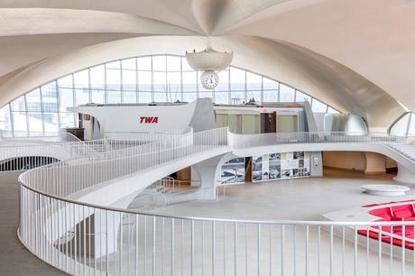 twa-hotel-eero-saarinen-interiors-jfk-airport-new-york-city-usa-max-touhey_dezeen_2364_col_4