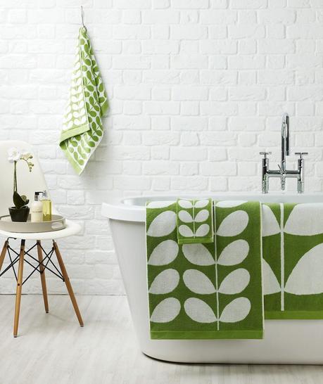 style rétro salle de bain serviette verte mur brique - blog déco - clem around the corner