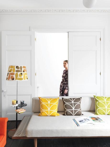 style rétro salon coussin jaune vert marron - blog déco - clem around the corner