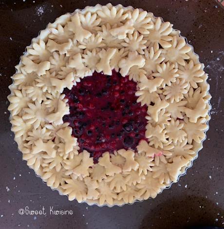 sweetkwisine, fruits rouges, tarte, décoration, framboises, myrtilles, pâte brisée