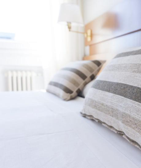 habitat connect lit coussin rectangle rayure chambre cosy - blog déco - clem around the corner