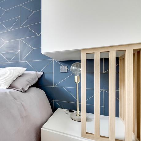 studio transformé en 2 pièces chambre table de nuit scandinave laiton blanc bois clair - blog déco - clem around the corner