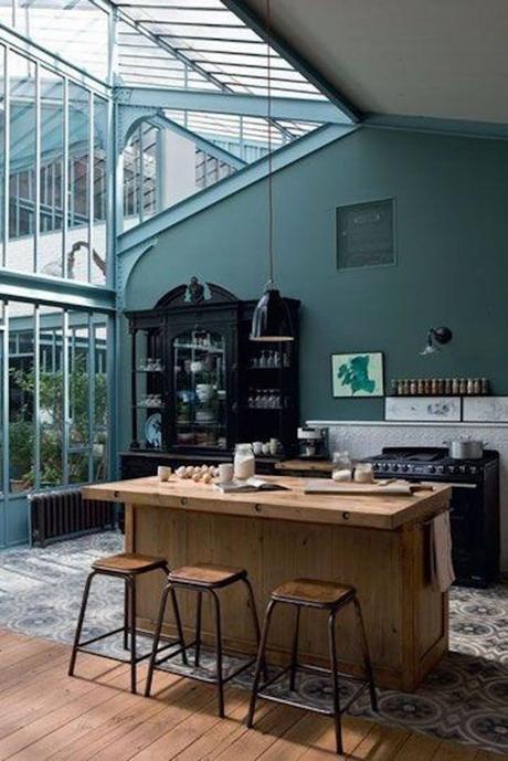 décoration vert céladon cuisine ouverte véranda style industrielle - blog déco - clem around the corner