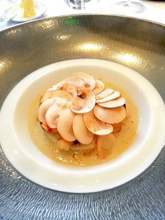 Mousseline de St-Jacques, gambero rosso, champignons rosés... © Gourmets&co