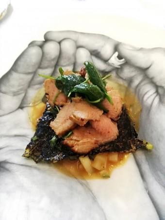 Gigot d'agneau de lait frotté de sarriette, petit épeautre au jus... © Gourmets&co
