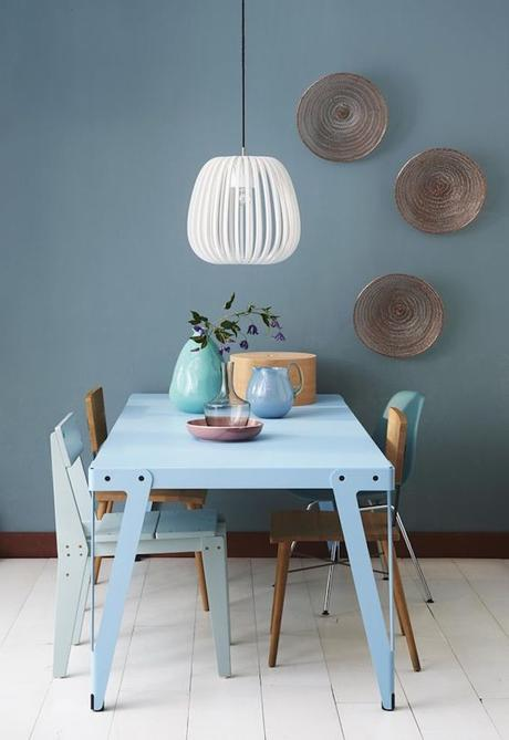 assortir des chaises dépareillées scandinave bleu bois décoration blog déco clem around the corner
