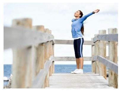 L'activité physique favorise l'expression de certaines hormones et enzymes du « bien-être » par l'intermédiaire des sollicitations musculaires.