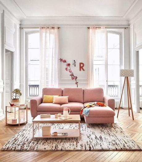 millennial pink canapé style parisien parquet bois salon - blog déco - clem around the corner