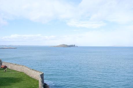 Howth, bord de mer et falaises près de Dublin