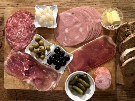 assiette anglaise vs antipasto à l'italienne