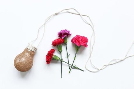 idée déco récup ampoule fleurs rouge - blog déco - clem around the corner