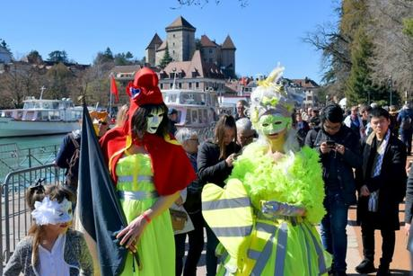Gilets Jaunes Carnaval Vénitien d'Annecy © French Moments