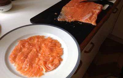 Carpaccio de saumon cru à l'huile d'olive