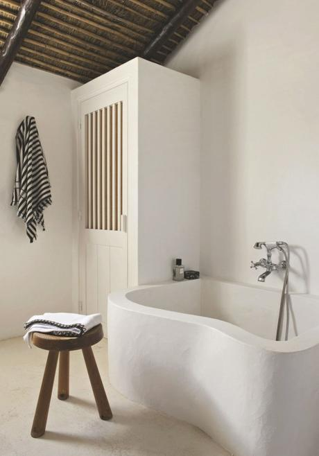 astuces studio étudiant salle de bain pierre tabouret bois - blog déco - clem around the corner