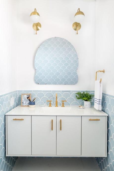 carreau carrelage écaille poisson salle de bain bleu clair dore blog deco clemaroundthecorner