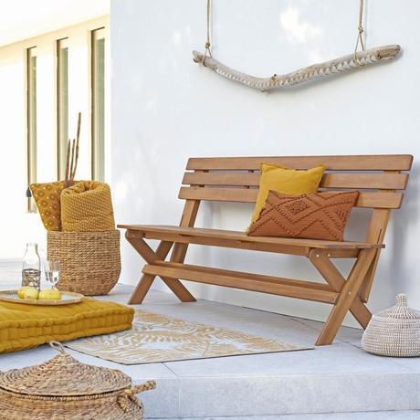 panier de rangement terrasse estivale banc bois coussin de sol jaune- blog déco - clem around the corner
