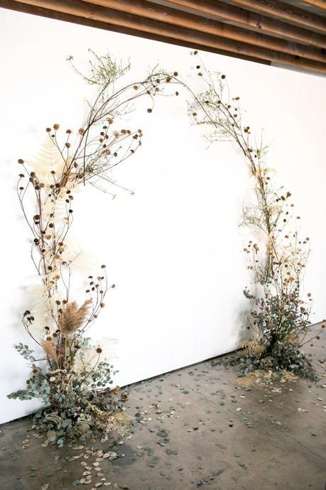 fabriquer soi-même arche bouquet fleur séchées pour déco murale mariage diy