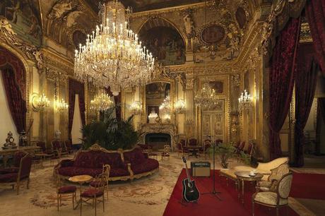 Airbnb-x-Louvre-©Julian-Abrams13-copy-min-1