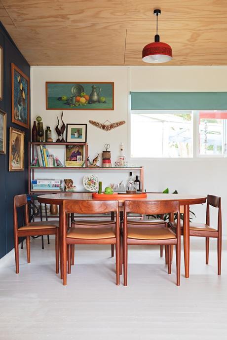 maison rétro australie étagère fenêtre tableaux tables ovale plateau - blog déco - clem around the corner