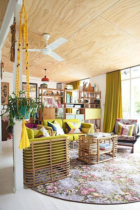 maison rétro australie tapis rond salon vintage ventilateur couleurs plafond bois - blog déco -clem around the corner