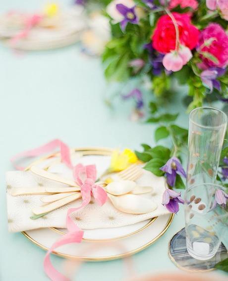 table de pâques déco bouquet vaisselle coloré - blog déco - clem around the corner