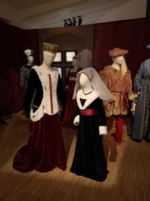 Exposición Damas Nobles en el Hardelot y Caballeros Castillo CrthQsd
