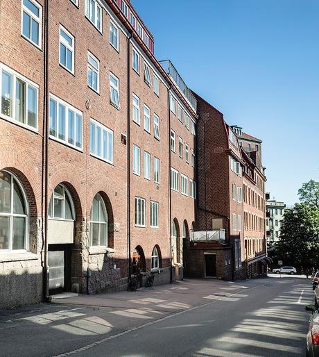 loft suédois extérieur ruelle suède - blog déco - clem around the corner