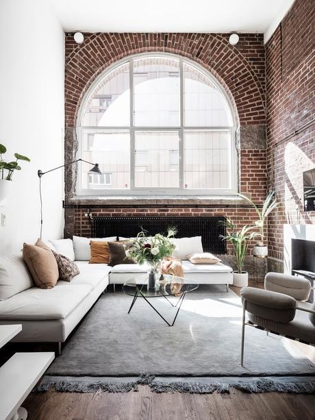 loft suédois fenêtre ovale salon lumineux - blog déco - clem around the corner