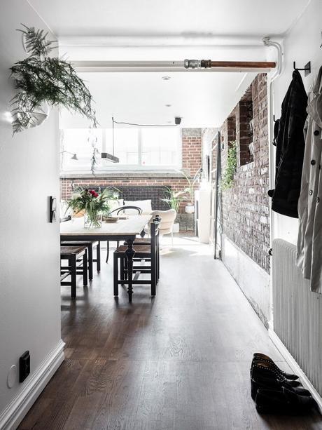 loft suédois hall entrée murs blancs style industriel - blog déco - clem around the corner