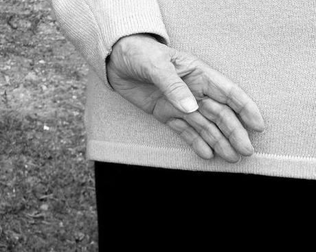 Sa main, 87 ans, 13.07.2008