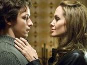 Angelina Jolie défie gravité