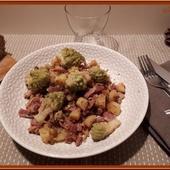 Poêlée de pommes de terre, Chou Romanesco et poitrine fumée. - Oh, la gourmande..