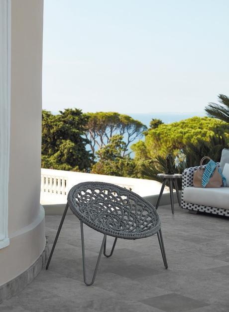 jolie chaise oeuf style bohème tressage terrasse vue sur mer