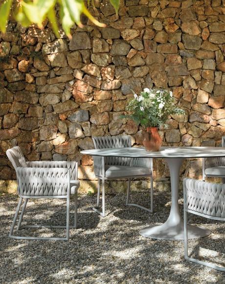 sifas table de jardin repas ombre mur en pierre été - blog déco - clem around the corner