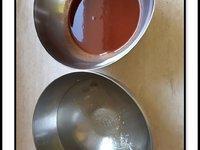 Entremets mousse de fraise, insert à la framboise, croquant à l'amande et génoise noisette