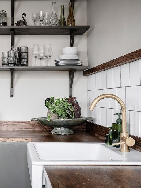 ambiance rustique cuisine kaki plan travail bois - blog déco - clem around the corner
