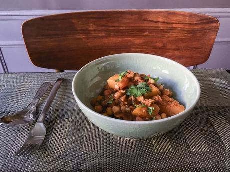 Cette courge qui traîne – Curry de pois chiche et « pomme d'or »