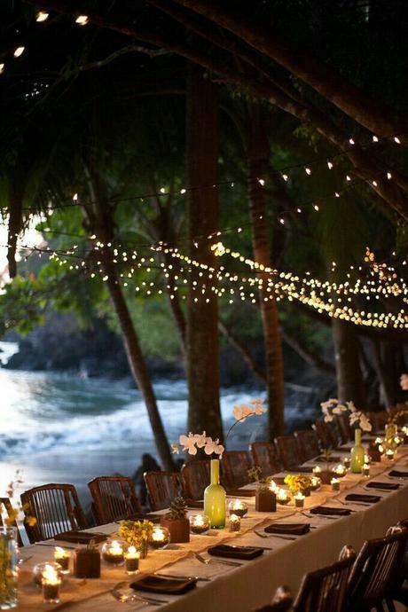 déco table réception extérieure guirlandes lumineuses