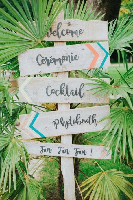blog déco panneaux directionnels bois flèches turquoises palmier inspiration mariage
