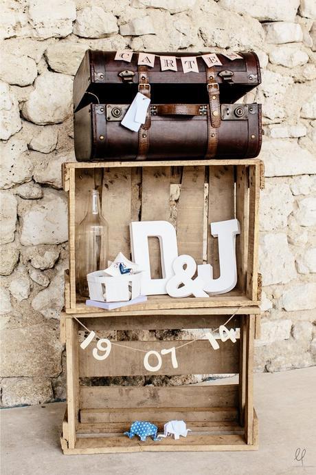 valise marron vintage caisse bois mur pierre cadeaux mariés