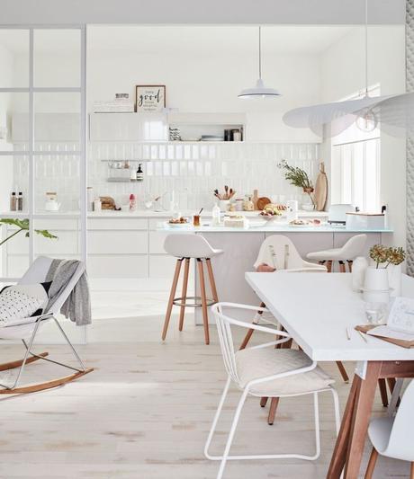 cuisine ouverte sur salon style scandinave blanc hygge - blog déco - clem around the corner