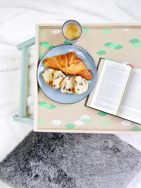 diy pastel table plateau bois style végétal vert croissant plaid fourrure
