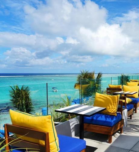 salt of palmar terrasse jaune bleu vue océan - blog déco - clem around the corner