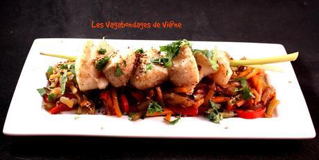Brochettes de Saint-Jacques à la vapeur et légumes sautés