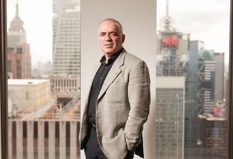 Garry Kasparov, dans son bureau de New York (Etats-Unis), ville où le Russe est en exil politique depuis 2013 - Photo © Brian Shumway