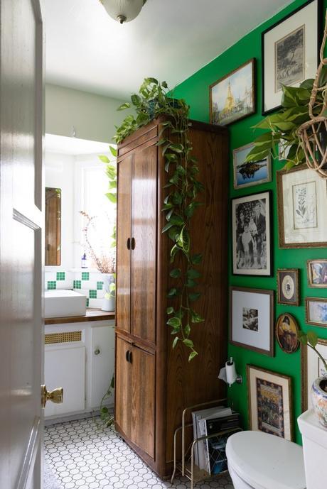 maison maximaliste salle de bain verte plante d'intérieur - blog déco - clem around the corner